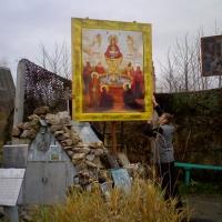 """Общими усилиями установлена икона  """"Живоносный Источник """".  Спаси Господи Всех помогающих храму!"""
